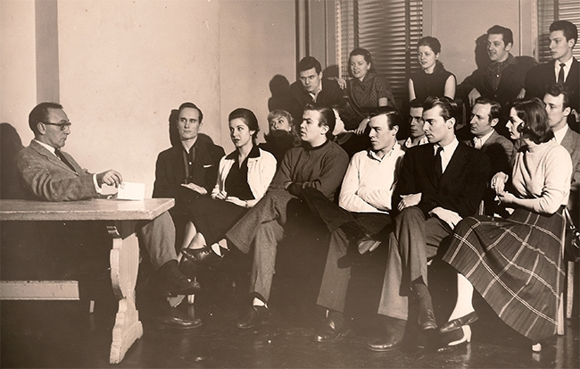 Sanford Meisner teaching a group of students, including a young Robert Duvall.